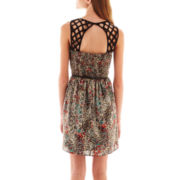 Love Reigns Sleeveless Lattice-Back Belted Print Dress