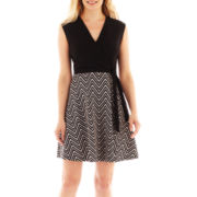 Studio 1® Sleeveless Flared Chevron Print Dress – Petite