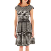 Tiana B. Short-Sleeve Houndstooth Fit-and-Flare Dress