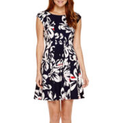 Robbie Bee® Short-Sleeve Floral Fit-and-Flare Dress - Petite