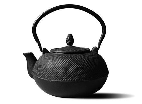 Old Dutch Matte Black Cast Iron Hakone Teapot and Wood Stove Humidifier 3 Qt