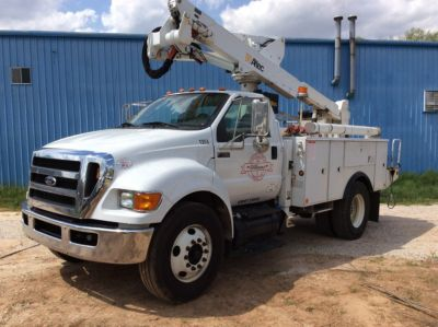 Altec AT37G, 43 ft, Articulating & Telescopic Bucket Truck