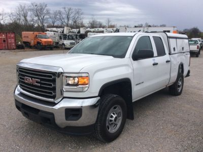 2015 GMC K2500HD 4X4 EXTENDED-CAB PICKUP TRUCK