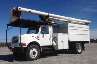 Altec LRV-58 Over-Center Bucket Truck