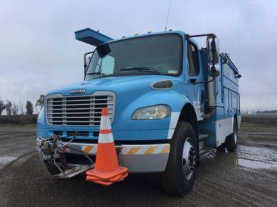 2007 Freightliner M2 106 Utility Truck