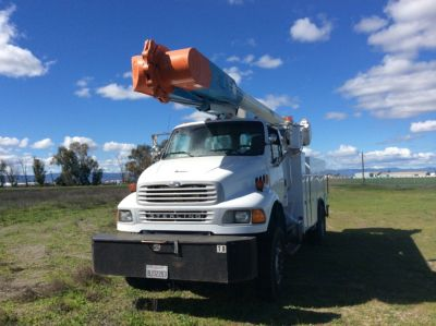 ALTEC AM55-MH, OVER-CENTER MATERIAL HANDLING BUCKET TRUCK