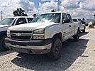 2006 Chevrolet K2500 4x4 Extended-Cab Pickup Truck