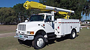 Altec AM550-MH, Over-Center Material Handling Bucket Truck, rear mounted on, 1999 International 4800 4x4 Utility Truck