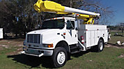 Altec AM550-MH, Over-Center Material Handling Bucket Truck, rear mounted on, 2001 International 4800 4x4 Utility Truck