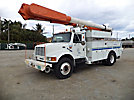 Altec AM855-MH, Over-Center Material Handling Bucket Truck, rear mounted on, 2000 International 4900 Utility Truck