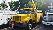 Altec L42A, Over-Center Bucket Truck, center mounted on, 1999 International 4900 Utility Truck