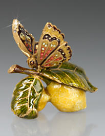 Darcy Butterfly on Lemons Objet - Flora