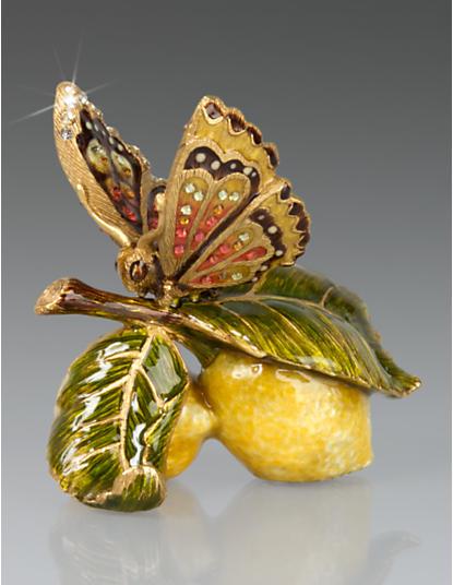 Darcy Butterfly on Lemons Objet - Flora