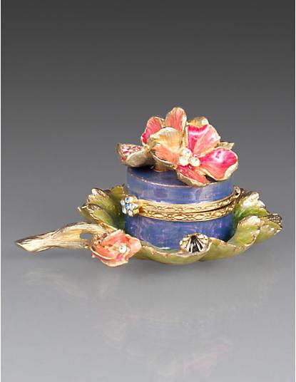 Sapna Geranium Box on Leaf - Rose Celadon