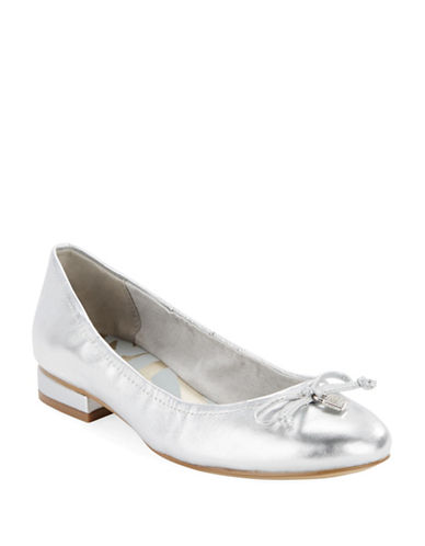ANNE KLEIN Petrica Leather Bow Tie Flats