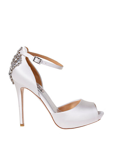 cad24e279a198 Top Picks for Wedding Shoes - Make a Statement With Your Bridal Heels