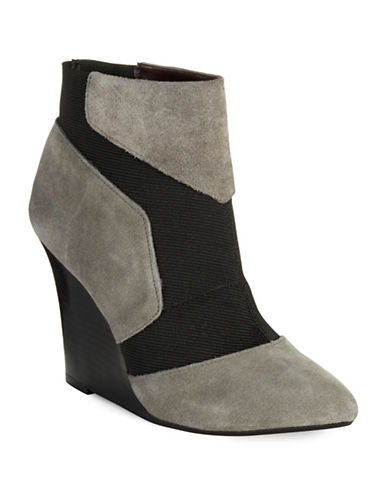 REPORT SIGNATURE Iliana Wedge Boots