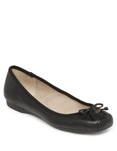 JESSICA SIMPSONManie Leather Flats