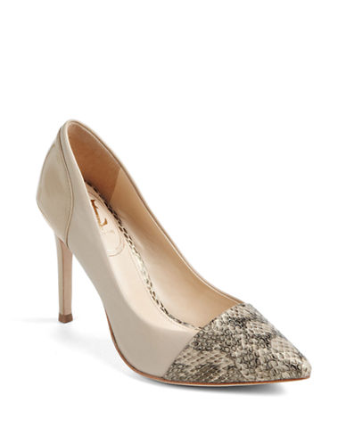 VINCE CAMUTO SIGNATURE Peony Leather Pumps