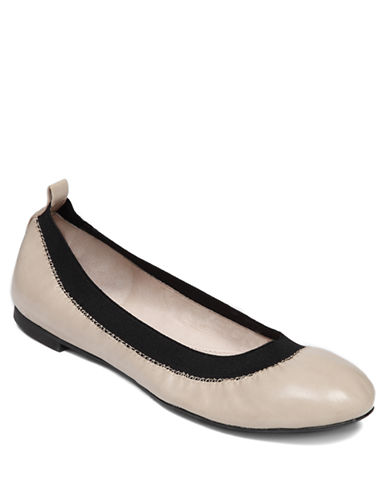 VINCE CAMUTO Jorra Leather Flats