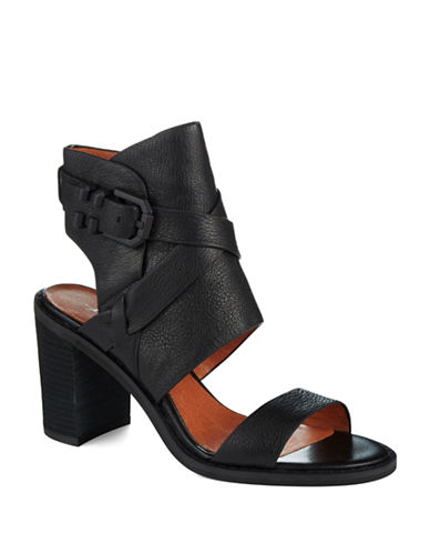KENNETH COLE NEW YORK La Salle Heels