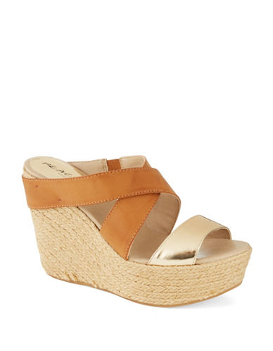 KENNETH COLE REACTION Oscar Rent Her Wedges