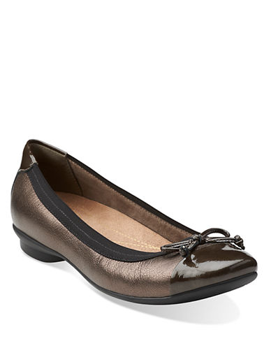 CLARKS Candra Glow Leather Flats