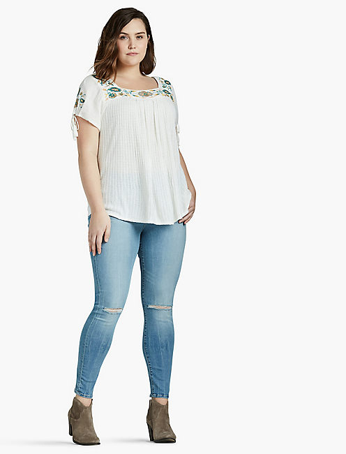 LUCKY SHORT SLEEVE EMBROIDERED TOP