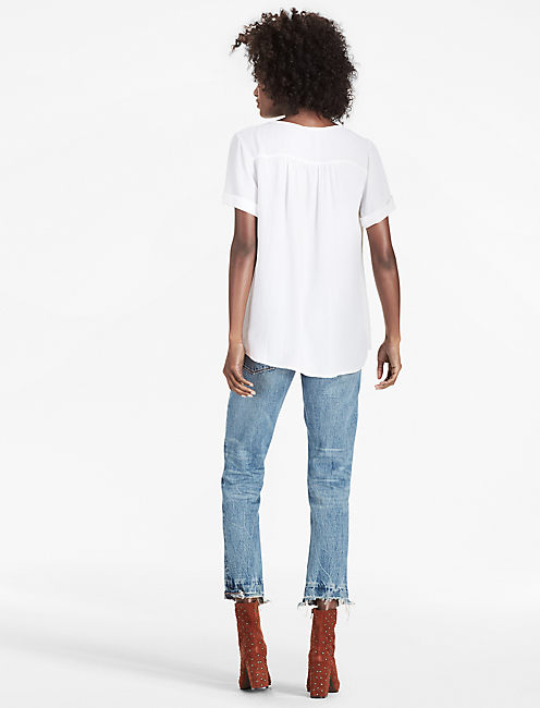 DOBBY LACE UP TOP,