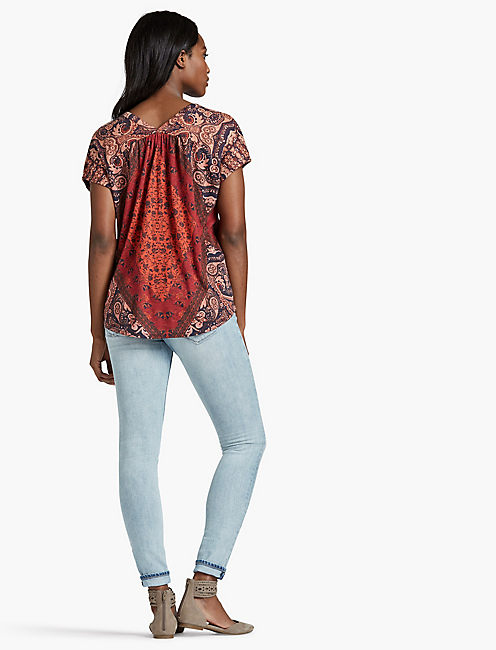 PRINTED BUTTON FRONT TEE,