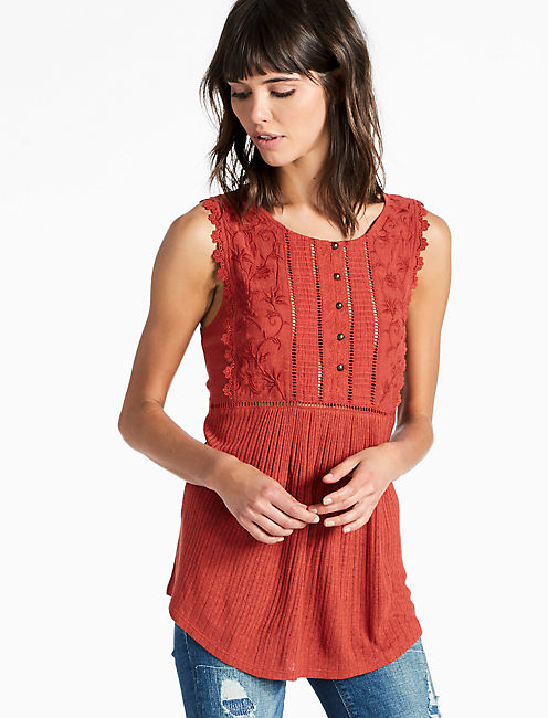 DROP NEEDLE EMBROIDERED TANK, BARN RED