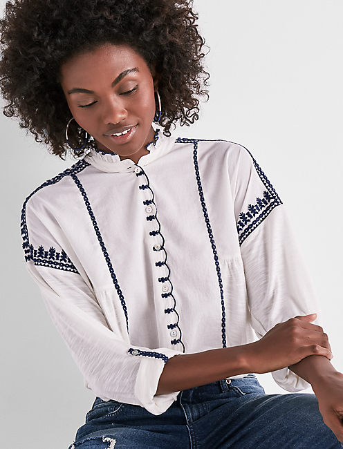 EMBROIDERED SCALOPPED SHIRT, MARSHMALLOW