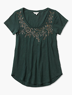 NECKLINE EMBROIDERED TEE