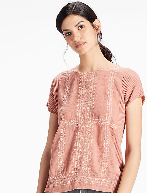 EMBROIDERED WOVEN MIX TEE,