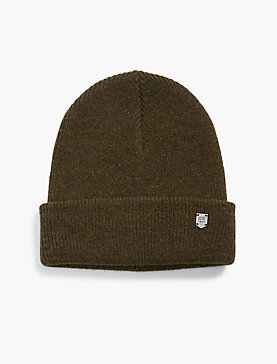 BEANIE WITH METAL PLAQUE
