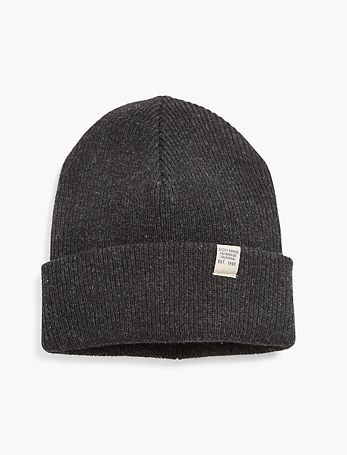 LUCKY BRAND TAG BEANIE, CHARCOAL
