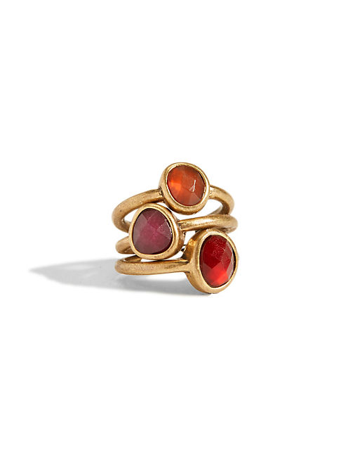 RED TRIPLE SET STONE RING, 715 GOLD