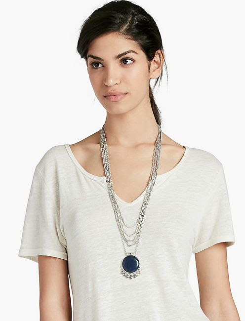 LUCKY BLUE PENDANT NECKLACE