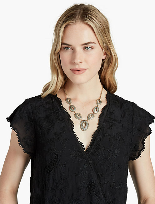 LUCKY TRIBAL COLLAR NECK
