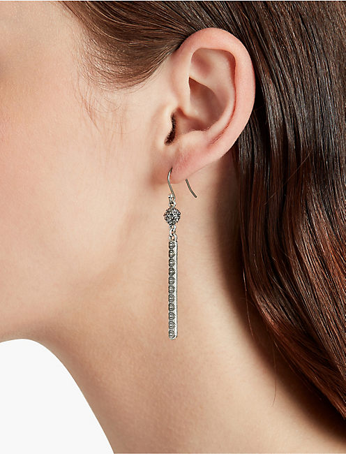 LUCKY TEAR DROP LINEAR EARRING