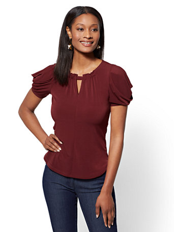 7th Avenue   Burgundy Ruched Keyhole Top by New York & Company