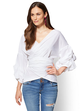 At New York & Company, you'll find looks to fit your unique style, while complementing every curve. Be sure to browse our shorts, skirts, pants, jackets and other great pieces designed to pair perfectly with our women's dress shirts.