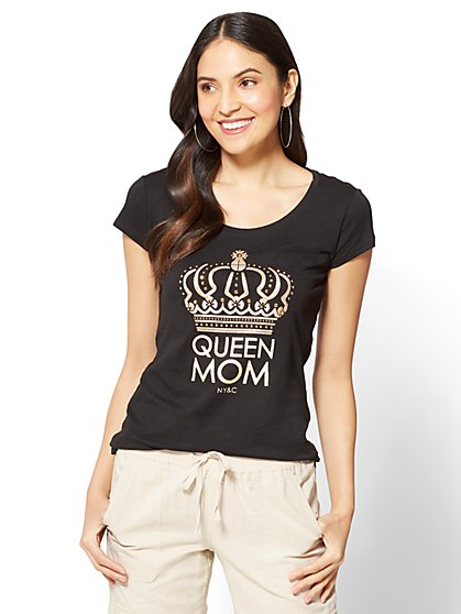 """Queen Mom"" Graphic Logo Tee - New York & Company"