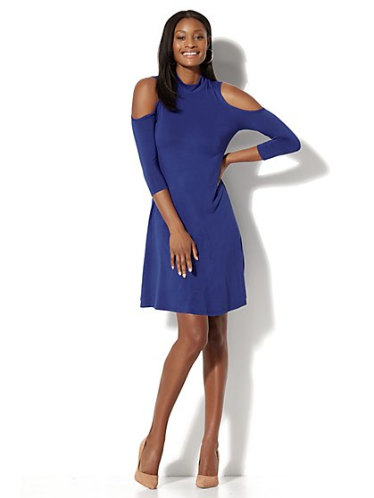 Cold Shoulder Swing Dress – Solid - New York & Company