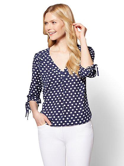 Soho Soft Shirt - Pleated V-Neck Blouse - Dot Print - New York & Company