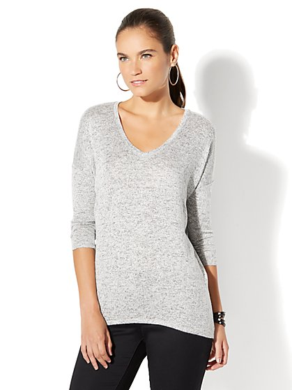 Soho Soft Tee - Hi-Lo V-Neck Dolman Top - Light Heather Grey - New York & Company