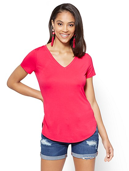 Soho Soft Tee - V-Neck Hi-Lo T-Shirt - New York & Company