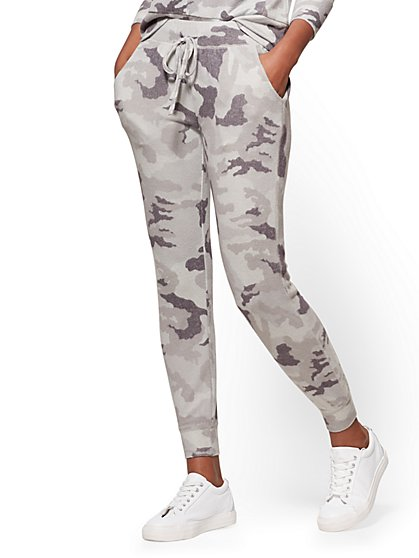 Super-Soft Knit Jogger Pant - Grey Camo Print - New York & Company