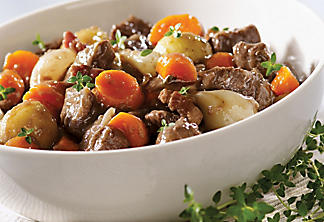 Beef with carrots and thyme