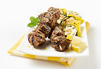 Barbecued lamb brochettes with lemon and garlic